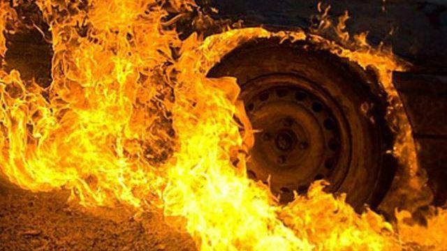 Автомобиль и гараж горели сегодня в Тихвинском районе