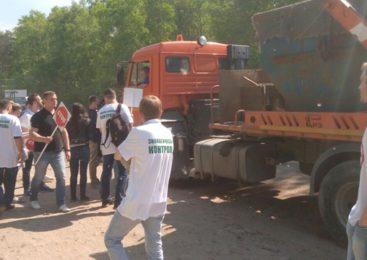 «Мы больше не хотим задыхаться от вони»: петербуржцы провели две акции за закрытие полигона «Новосёлки»